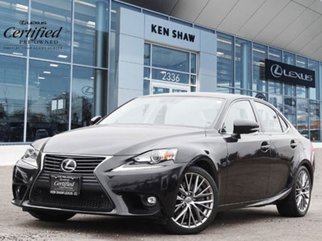 2016 LEXUS IS 300 ** Navigation ** Only 26791 km ** in Toronto, Ontario