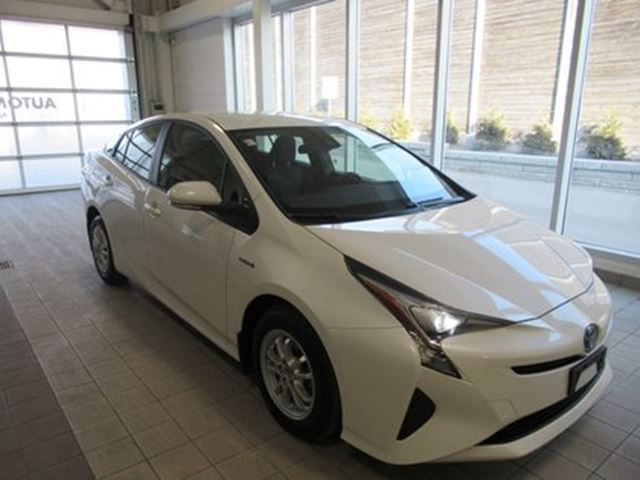 2017 TOYOTA Prius low km!! LEASE RETURN ! in Toronto, Ontario