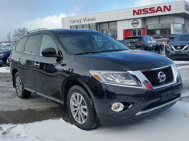2016 NISSAN Pathfinder SV 4WD w/climate control,heated seats,rear cam,3rd row,sxm radio in Cambridge, Ontario