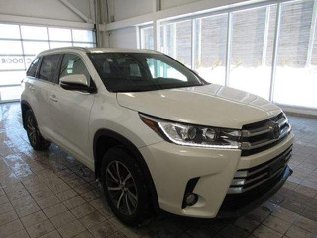 2017 TOYOTA Highlander XLE NO ACCIDENTS in Toronto, Ontario