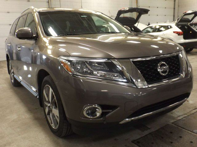 2014 NISSAN Pathfinder Platinum 4dr 4WD Sport Utility in Calgary, Alberta