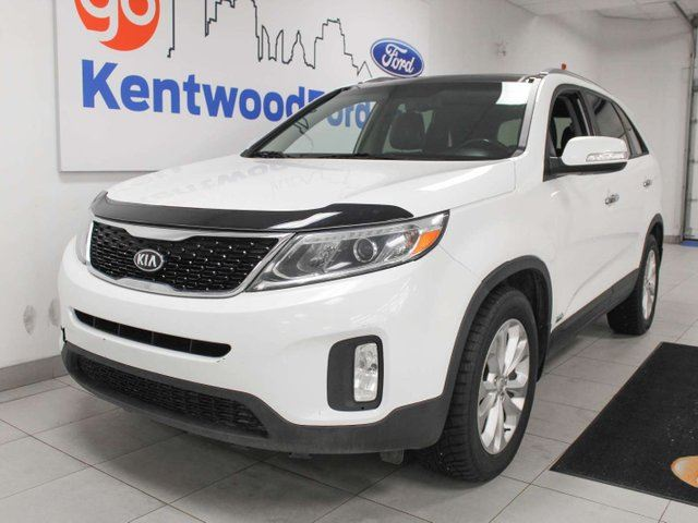 2015 KIA Sorento EX AWD, sunroof, heated power leather seats, heated steering wheel, heated rear seats in Edmonton, Alberta
