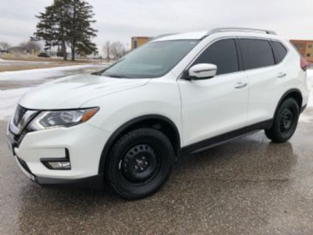 2018 NISSAN Rogue FWD SV in Mississauga, Ontario