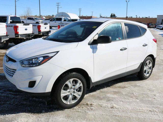 2015 HYUNDAI Tucson GLS, 2.0L, MANUAL, FWD, BLUETOOTH, HEATED FRONT SEATS, KEYLESS ENTRY, MANUAL SEAT, PWR ACCESSORIES, CLTH in Edmonton, Alberta