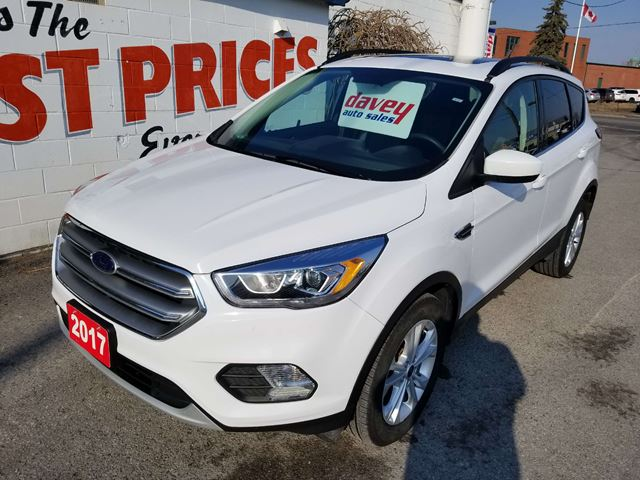 2017 Ford Escape SE 4X4, SUNROOF, BACK UP CAMERA in