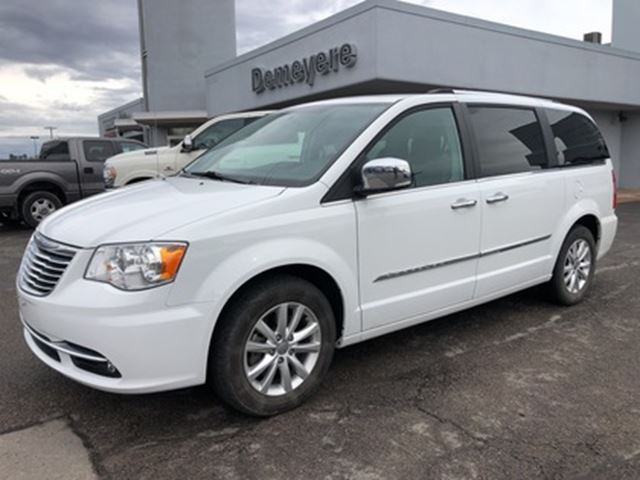 2016 Chrysler Town and Country Limited in
