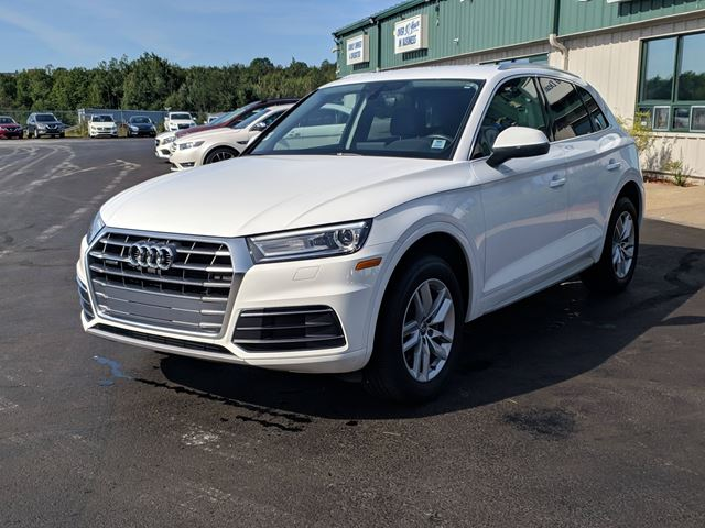 2018 Audi Q5 2.0T Komfort BACKUP CAMERA/ALLOYS/KEYLESS/BLUETOOTH/LEATHER in