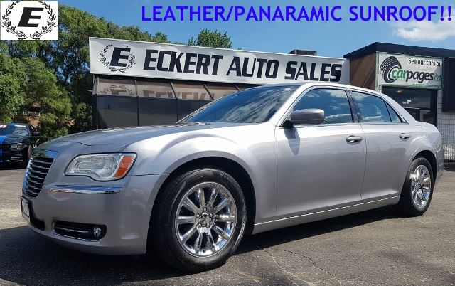 2014 CHRYSLER 300 Touring/LEATHER/REVERSE CAMERA/SUNROOF in Barrie, Ontario