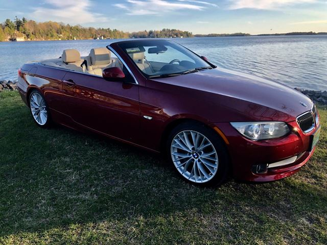 2011 BMW 3 Series 335i Convertible ONLY 41500 km in