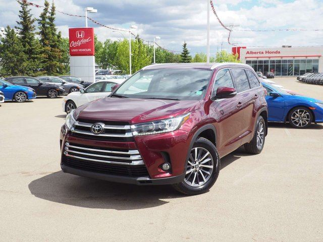 2017 TOYOTA Highlander XLE. Low KMs. Accident Free. Navigation. Back-up Cam. Safety Sensing. Heated Leather Seats. HD Radio w/ SiriusXM. Dual Climate. HomeLink. A/W Mats. in Edmonton, Alberta