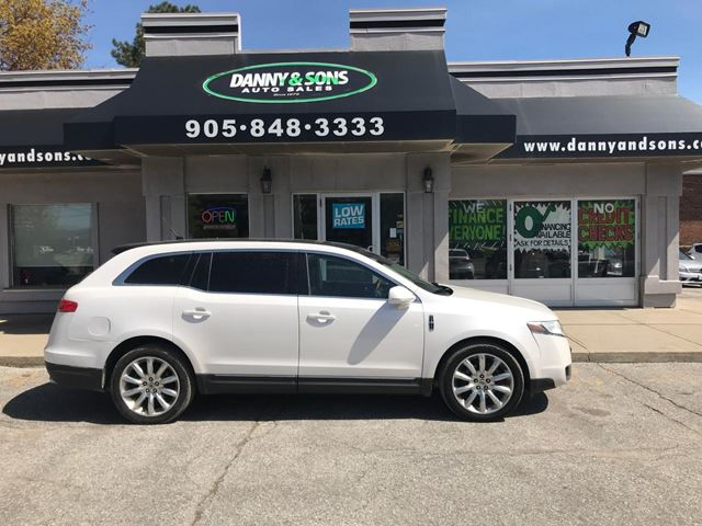 2010 LINCOLN MKT           in Mississauga, Ontario