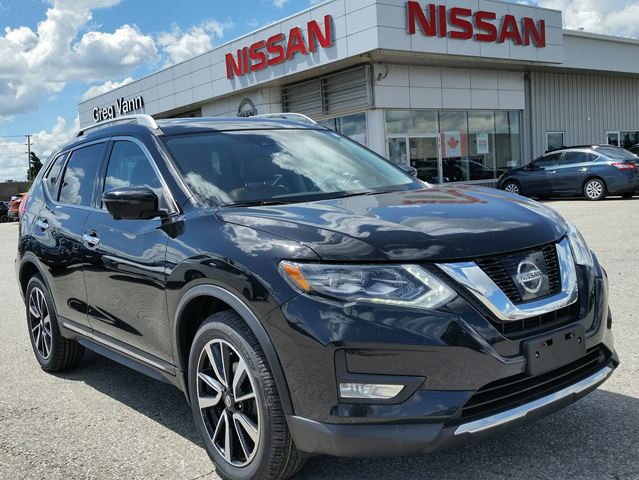 2017 Nissan Rogue SL PLATINUM AWD w/all leather,NAV,blindspot assist,panoramic roof,climate control,rear cam,heated seats in