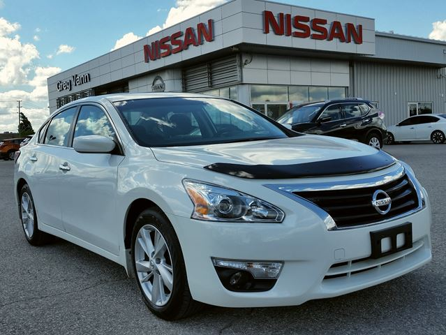 2015 Nissan Altima 2.5 SV w/NAV,climate control,heated seats,pwr sunroof,rear cam in