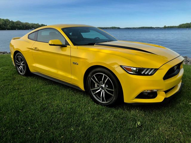 2017 Ford Mustang GT Premium with only 23800 km in
