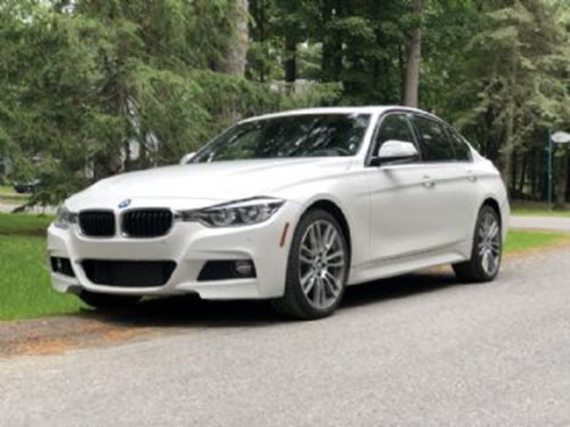 2016 BMW 3 SERIES 328i xDrive AWD w/M Package & Heads up Display in Mississauga, Ontario