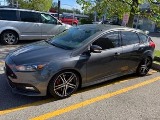 2017 FORD FOCUS ST w/Navigation in Mississauga, Ontario