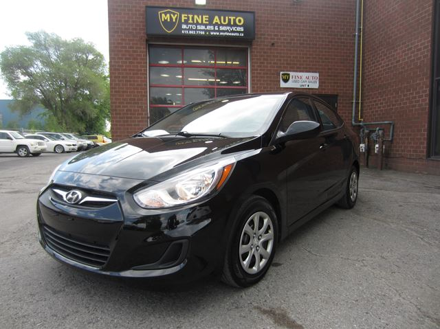 2014 Hyundai Accent Automatic / GL / Only 88,000 km / Bluetooth in