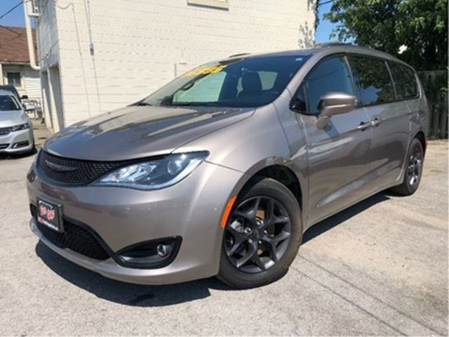 2018 CHRYSLER PACIFICA Touring L Plus  S Pkg  Company Car  Leather in St Catharines, Ontario