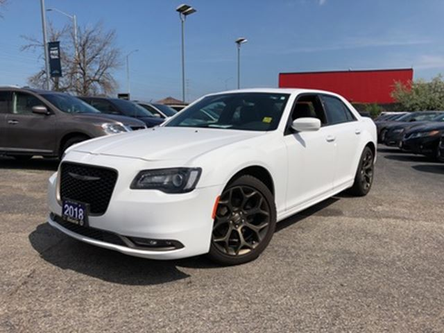 2018 CHRYSLER 300 S**LEATHER**PANORAMIC SUNROOF**NAV**BACK UP CAM** in Mississauga, Ontario