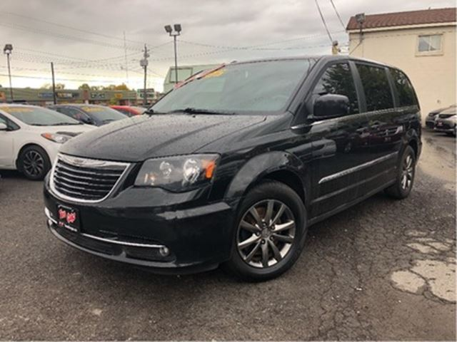 2016 CHRYSLER TOWN AND COUNTRY S   Leather  Nav   DVD   Power Hatch + Sliders in St Catharines, Ontario