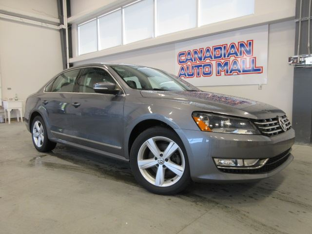 2013 Volkswagen Passat TDI COMFORT, ROOF, HTD. LEATHER, BT, 48K! in