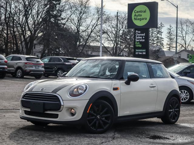 2016 MINI COOPER MOONROOF   LEATHERETTE   BLACK-OUT ALLOY RIMS in Fonthill, Ontario