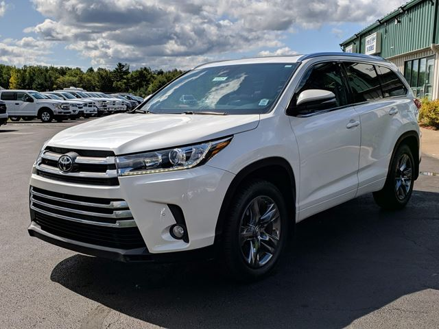 2017 TOYOTA Highlander Limited TOYOTA SAFETY SENSE/CAPTAIN'S SEATING/PANORAMIC SUNROOF/SMART LIFTGATE/360 CAMERA/NAVIGATION in Lower Sackville, Nova Scotia