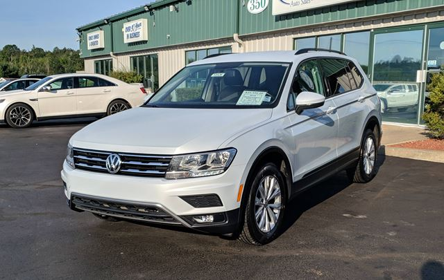 2018 VOLKSWAGEN TIGUAN Trendline 4MOTION/BACK UP CAMERA/APPLE CARPLAY AND ANDROID AUTO/HEATED SEATS in Lower Sackville, Nova Scotia