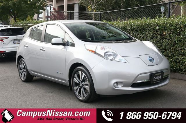 2016 NISSAN Leaf SV FWD w QuickCharge  30 kWh Battery in Victoria, British Columbia