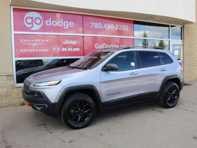 2018 JEEP CHEROKEE Trailhawk / Full Sunroof / Back Up Camera in Edmonton, Alberta
