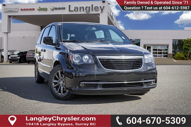2015 CHRYSLER TOWN AND COUNTRY S  HITCH | DVD | BACKUP CAMERA | NAVI in Surrey, British Columbia