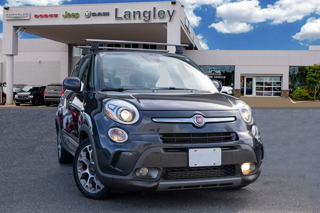 2015 FIAT 500L Trekking  NAVIGATION, PANORAMIC SUNROOF, BLUETOOTH AND ROOF RAILS! in Surrey, British Columbia