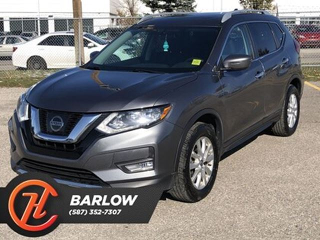 2017 NISSAN ROGUE SV / Heated seats / Back up cam in Calgary, Alberta