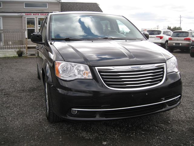 2013 Chrysler Town and Country Touring *Certified* in