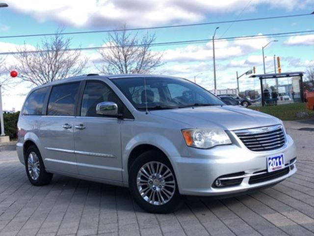 2011 CHRYSLER TOWN AND COUNTRY LIMITED**SUNROOF**NAV**LEATHER**POWER DOORS in Mississauga, Ontario