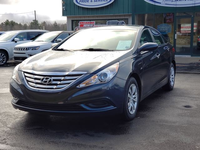 2013 Hyundai Sonata GL HEATED SEATS/BLUETOOTH/CRUISE/AIR CONDITIONING in Lower Sackville, Nova Scotia