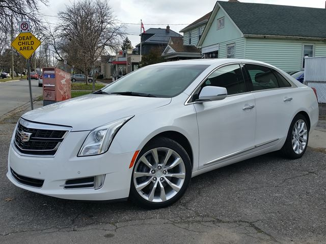 2017 CADILLAC XTS Luxury AWD Navigation Panoramic Roof Heated/Cooled Seats w/Factory Warranty in St Catharines, Ontario