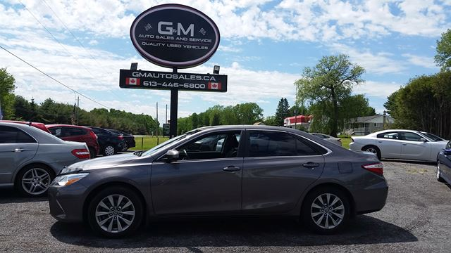 2015 TOYOTA CAMRY XLE in Rockland, Ontario