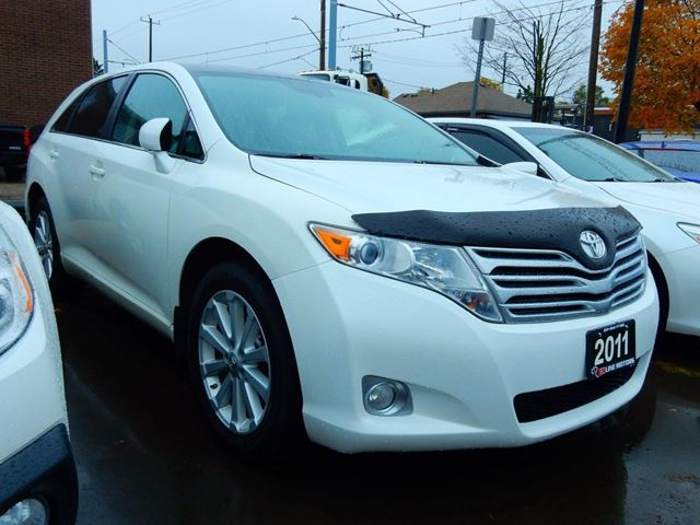 2011 TOYOTA VENZA AWD.Panoramic.Leather.Roof.Reverse Camera. in Kitchener, Ontario