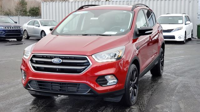 2019 FORD ESCAPE Titanium NAVIGATION/BACK UP CAMERA/LEATHER/ALL WHEEL DRIVE/PANORAMIC SUNROOF/REMOTE START/HEATED SEATS AND ST in Lower Sackville, Nova Scotia