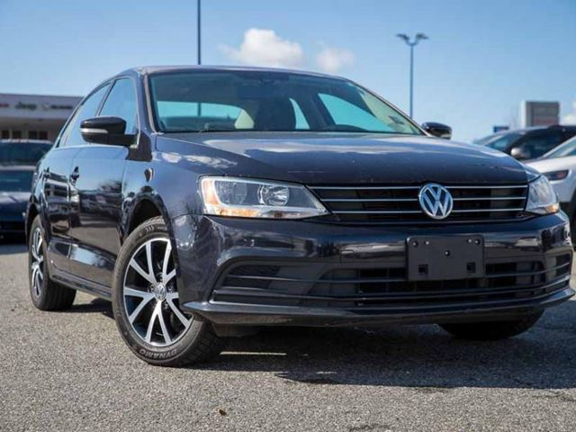 2016 VOLKSWAGEN JETTA Comfortline  Sunroof / Backup / Energetic and Fuel-Efficient in Surrey, British Columbia