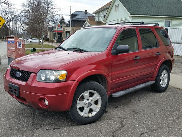 2007 FORD Escape XLT FWD New Tires-Locally Owned! in St Catharines, Ontario