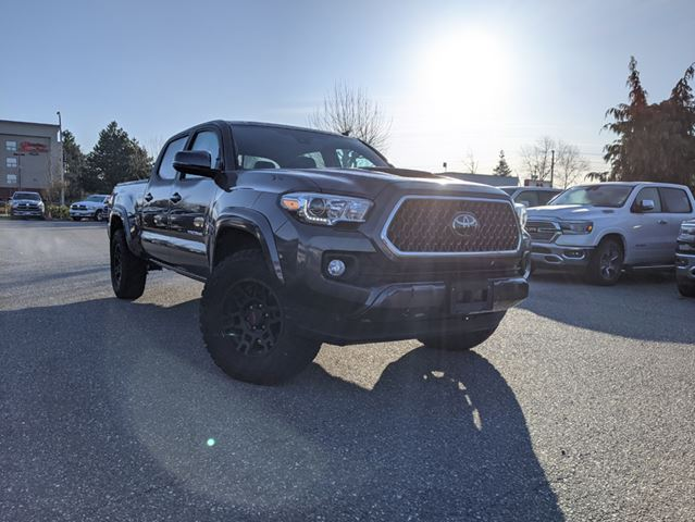 2018 Toyota Tacoma SR5  UPGRADED WHEELS AND TIRES / LEATHER / Rugged off-pavement capability in Surrey, British Columbia