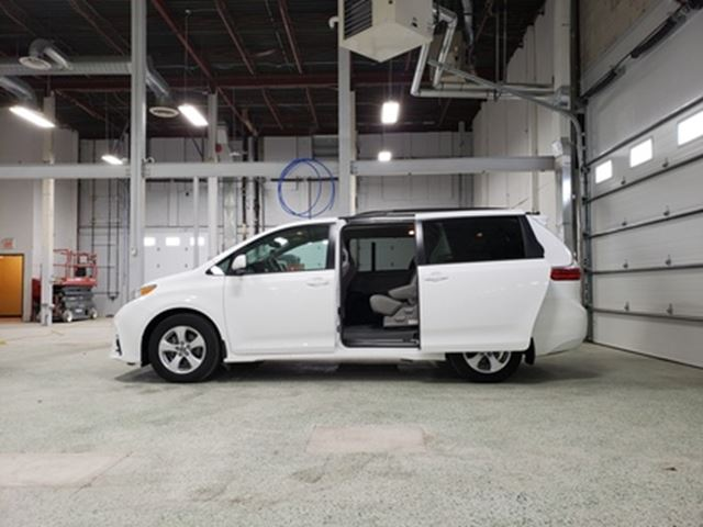 2019 Toyota Sienna BACKUP CAM   BlueTooth   All Credit Types Accepted in