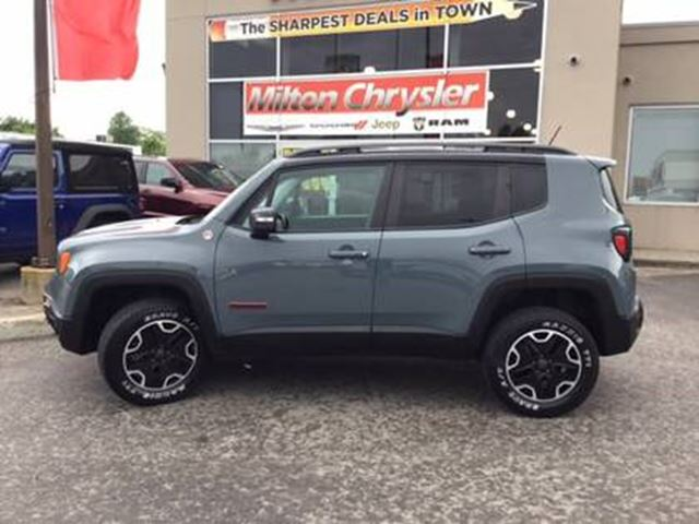 2015 JEEP RENEGADE TRAILHAWK 4X4 LEATHER NAVIGATION TRAILER TOW in Milton, Ontario