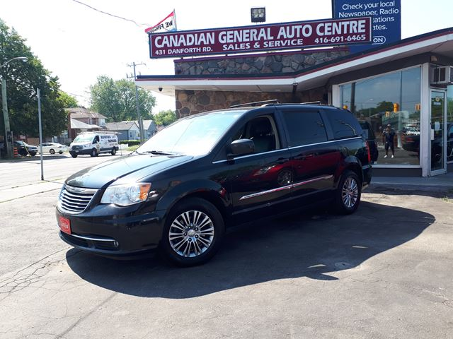 2013 Chrysler Town and Country Touring in